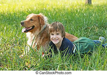 jongen, het bepalen, met, dog