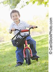 jongen, het glimlachen, fiets, jonge, buitenshuis