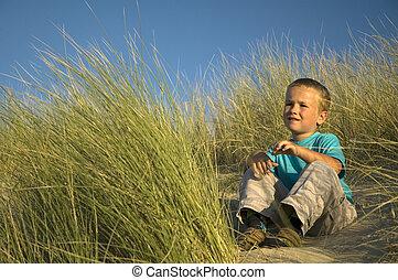 jongen, in, de, duinen