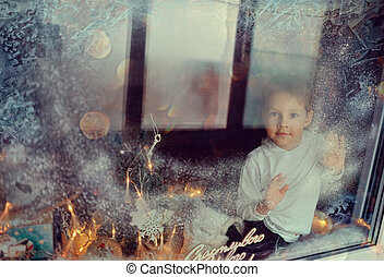 jongen, in, winter, venster