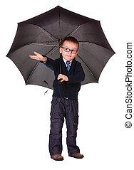 jongen, in, zwarte kleren, staand, onder, paraplu