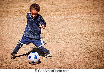 jongen, jonge, amerikaan, afrikaan, voetbal, spelend