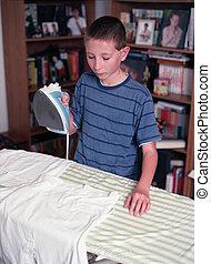 jongen, jonge, ironing
