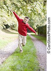 jongen, jonge, rennende , buitenshuis, steegjes, het...