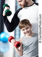 jongen, opleiding, trainer, centrum, samen, dumbbells, fitness