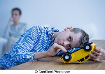 jongen, speelbal, verdrietige , auto
