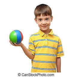 jongen, spelend, met, bal, vrijstaand, op wit, achtergrond