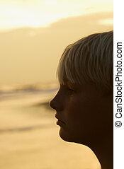 jongen, strand, ondergaande zon