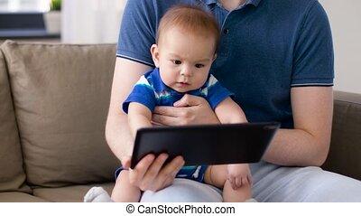 jongen, tablet, vader, het kijken, pc, baby, thuis