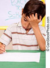 jongen, weinig; niet zo(veel), heeft, problemen, huiswerk