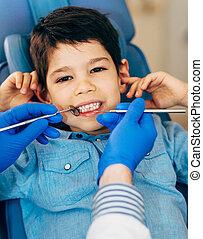 jongen, weinig; niet zo(veel), regelmatig, tandcontrole