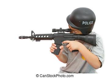 jongen, weinig; niet zo(veel), speelbal, politie, helm, plastic, aziaat, ak47, spelend