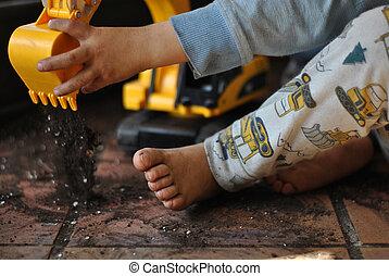 jongen, weinig; niet zo(veel), speelbal, vuil, pot, op, bloem, vieze , afsluiten, thuis, graver, spelend