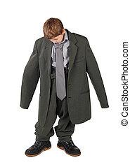 jongen, weinig; niet zo(veel), vloer, groot, vrijstaand, laarzen, grijze , het kijken, achtergrond, kostuum, witte , man's