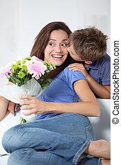 jongen, weinig; niet zo(veel), zijn, moeder, mamma, kussende , dag
