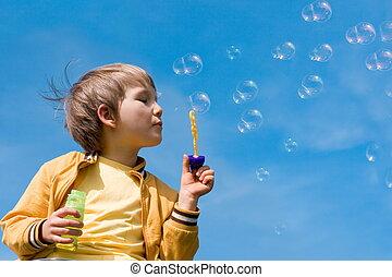 jongen, zeepbellen