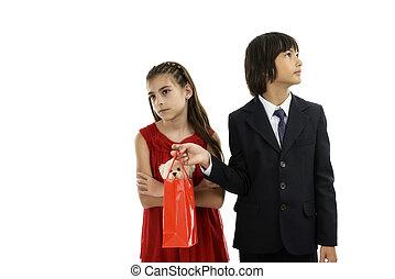 jongen, zijn, schenking verlenend, verlegen, vriendin