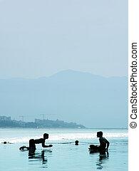 jongens, op het strand
