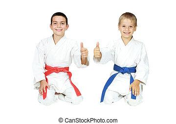 jongens, zetten, in, een, ritueel, pose, karate