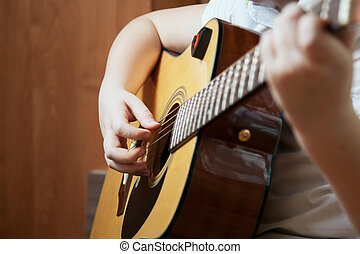 jongetje, is, het spelen van guitar