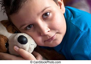 jongetje, met, zijn, puppy, speelbal