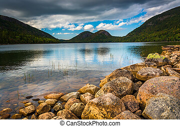Jordan Pond and view of the Bubbles in Acadia National Park, Mai
