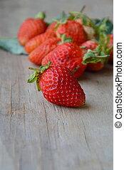 jordbær, på, træagtig planke