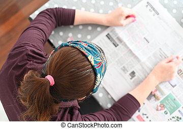 jornal, desempregado, mulher, procurar, trabalho, local