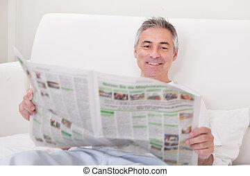 jornal, maduras, segurando, homem