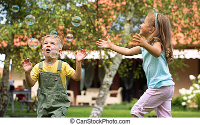 jouer, enfants, jardin