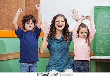 jouer, enfants, professeur classe