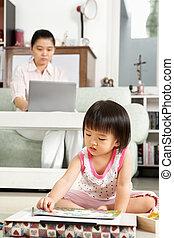 jouer, fonctionnement, girl, peu, quoique, elle, mère