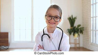 jouer, monde médical, appareil photo, girl, enfant, usure, docteur, regarder, manteau