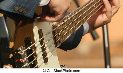 jouer, musicien, main, guitare basse