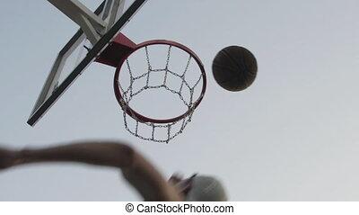 jouer, outdoors., séance entraînement, homme, trains, joueur, sport, succès, basket-ball, motivation, air., jeune, ring., ouvert, sauter
