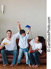 jouer, videogames, famille, heureux