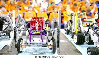 jouet, beaucoup, robots, stand, fond, table, enfants