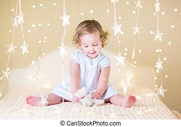 jouet, elle, bouclé, doux, blanc, b, girl, enfantqui commence à marcher, robe, jouer