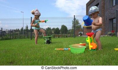jouet, girl, petit frère, il, courses, fusil, vilain, loin, ...