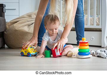 jouets, 10, vieux, elle, garçon, donner, mois, plancher, mère, bébé, jouer