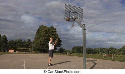 joueur basket-ball, balle, panier, perfectly, jeter