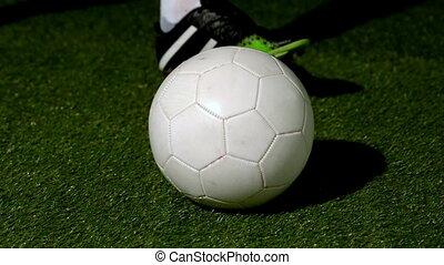 joueur, boule football, donner coup pied