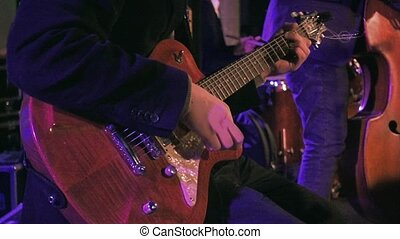 joueur guitare, ralenti, étape