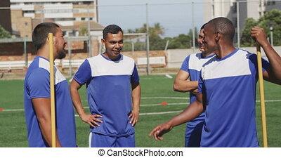 joueurs football, champ, discuter