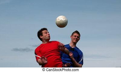 joueurs football, sauter, haut, et, tac