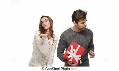 jouir de, danse, couple, jeune, ensemble, attraction., 4k, amusement, sentiment, chandails, noël, célébrer