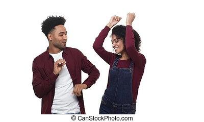 jouir de, danse lente couple, attractivie, jeune, mouvement, arrière-plan., américain, studio, africaine, blanc