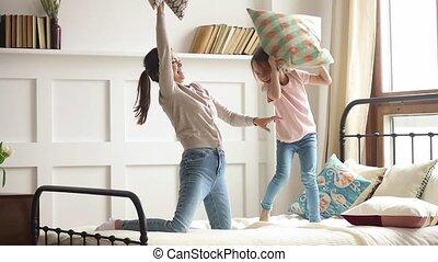 jouir de, fille, lit, baston, maman, gosse, oreiller, heureux