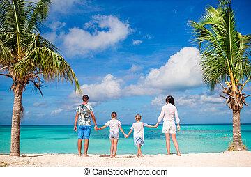 jouir de, gosses, antilles, famille, vacation., île, dos, deux, quatre, leur, parents, vacances, antigua, plage blanche, vue