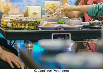 jouir de, manger, famille, restaurant, nourriture, traditionnel, célèbre, barbecue, coréen, bonheur